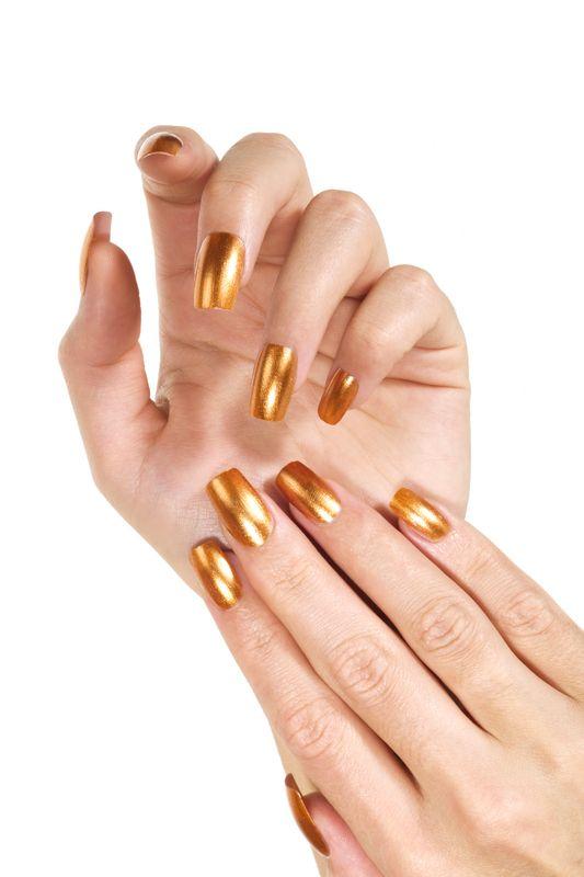 golden-long-nails_zoom